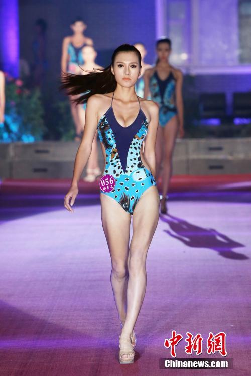 高挑美女泳装亮相影视模特大赛组图 2014年