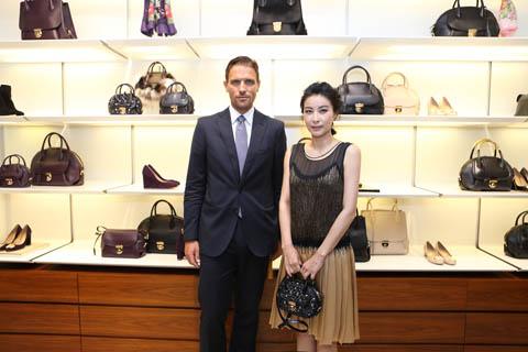 Salvatore Ferragamo 集团女士皮革产品部总监詹姆斯•菲拉格慕先生