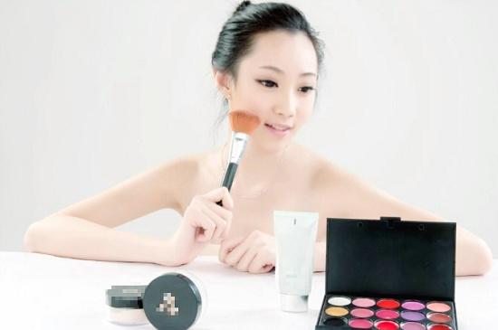 王艺霏为某品牌代言
