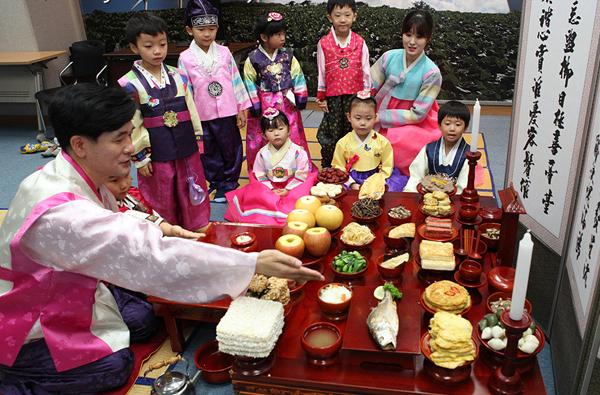 韩国人的中秋祭祀桌(网页截图)