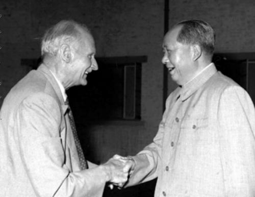 毛泽东主席会见蒙哥马利元帅。