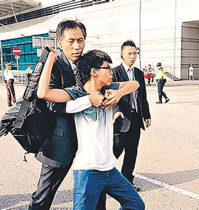 涉嫌违法的抗议学生被制服(资料图)