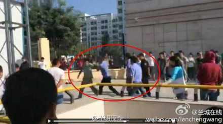 必兆娱乐-兰州:大学生摆摊迎新遭城管围殴