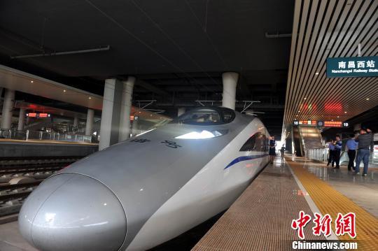 沪昆高铁南昌至长沙段开通运营示意图。铁路部门供图 钟新 摄