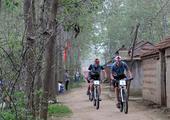 图文:2014生态四项赛 选手们骑山地车