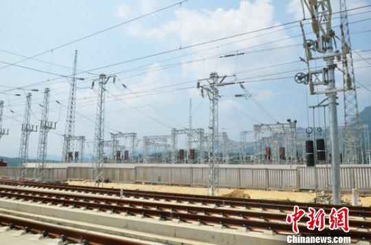 贵广高铁最后一座变电所成功送电 刘兆楠 摄