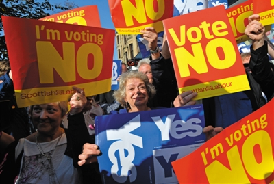 9月10日,苏格兰格拉斯哥,支持独立和支持统一两派公民集会表达各自的观点。