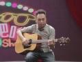 耍大牌:黄家强羡慕内地音乐环境 现场吉他弹唱
