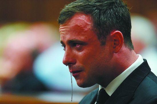 皮斯托瑞斯在法庭上哭泣