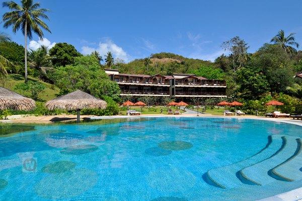 相对淳朴的岛屿,远离闹市的海滩,通塞湾酒店以舒适的客房和海上落日