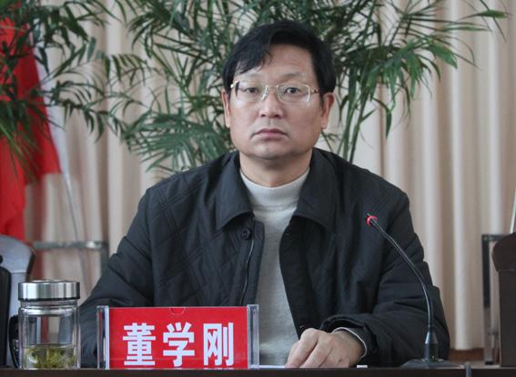 山西省运城市经信委主任董学刚9月14日上午在其住处黄金水岸跳楼自杀。
