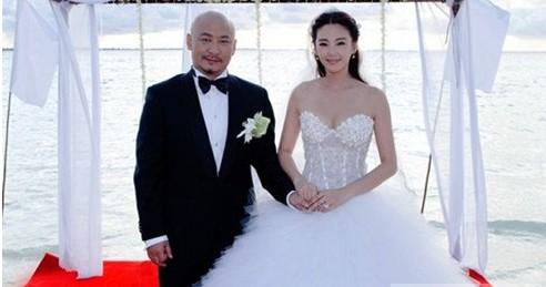 王全安与妻子张雨绮2011年4月18日在西安领证结婚。
