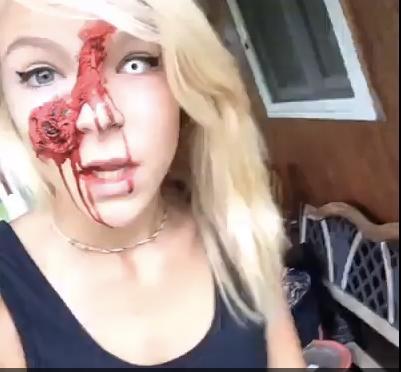 图为16岁女孩扮僵尸的画面。