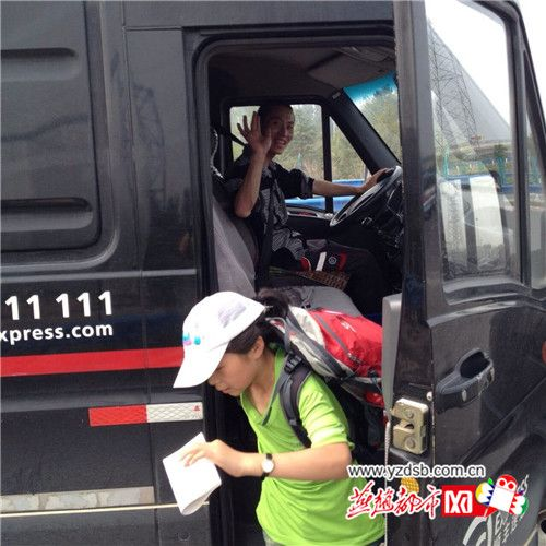下车时,大车司机与刘子墨父女道别。图片来源:燕赵都市网