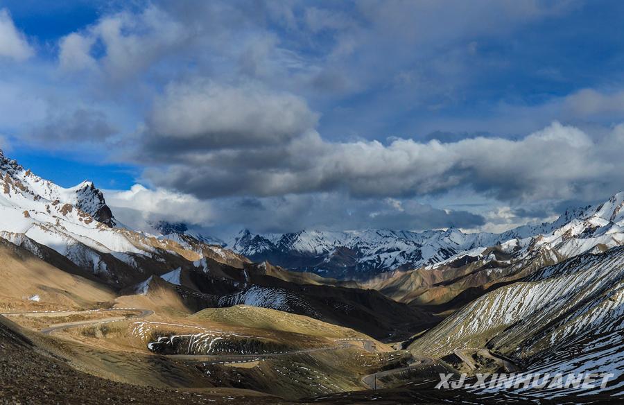 沈桥)1957年10月6日,连接新疆南部叶城和西藏阿里地区的新藏公路建成