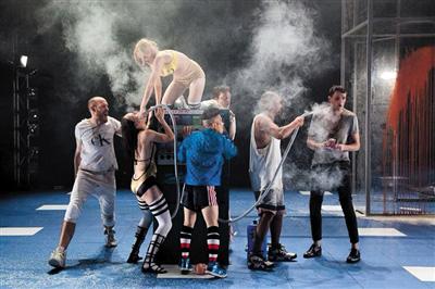 孟京辉为澳大利亚马尔特豪斯剧院排演的《四川好人》首演剧照。 Pia Johnson 摄