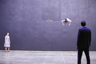 德国法兰克福剧院以当代语言重新诠释了经典悲剧《美狄亚》