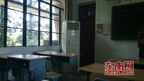 家长反映二中为实验班安装空调的教室