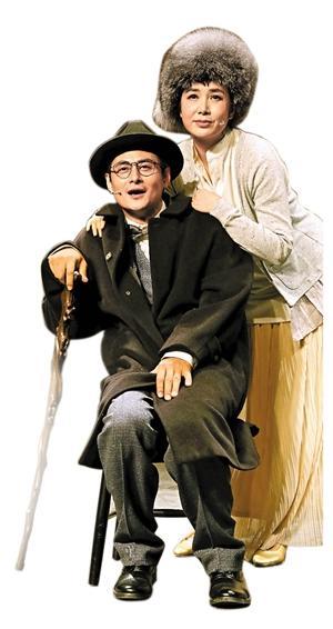蒋 雯丽(右)在《让我牵着你的手―契诃夫的情书记》中扮演契诃夫的妻子欧嘉。