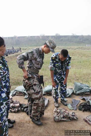 """《中国人民解放军队列条令》中对""""阅兵""""有明确的解释及权限规定:"""