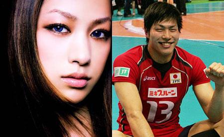 日本人气歌姬中岛美嘉恋情被曝光,对方是比自己小4岁的日本国家排球队选手清水邦广。
