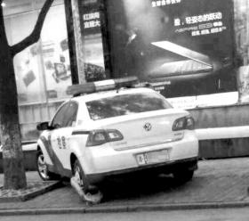 网友拍摄到的锁车现场。