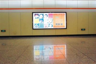 9月22日22时33分,上海七号线隧道区间的秦玉海摄影作品已被地铁广告取代。图/IC