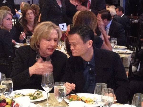 希拉里和马云坐一起热聊