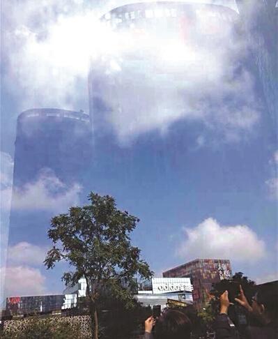"""网友发布的所谓""""海市蜃楼""""照片。网络截图"""