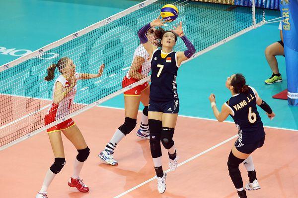 图文:中国女排3-0比利时 魏秋月传杨�B菁