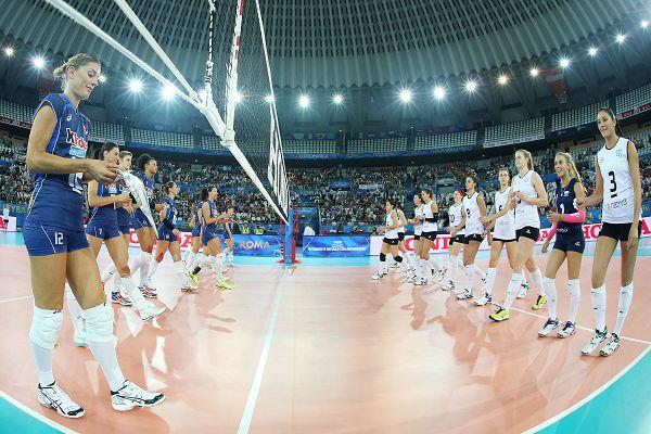 图文:意大利女排3-0阿根廷 赛前礼仪