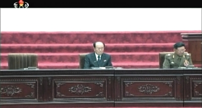 9月25日,朝鲜国家电视台播出的画面显示,金正恩未出席最高人民会议,其座位空着。