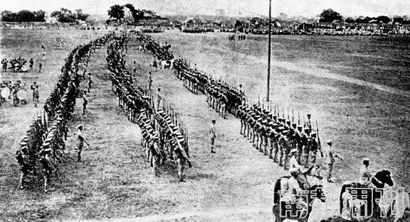 1912年10月10日,广东都督府进行谨慎的国庆庆贺勾当。广东都督胡汉民、副都督陈炯明赴广州东郊校阅部队