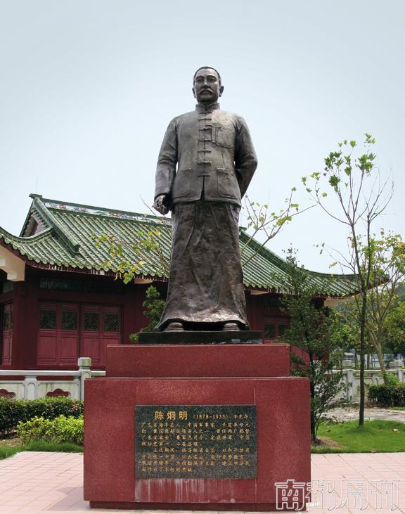 挺立在海丰县城北坡文天祥公园内的陈炯明雕像。拍照_唐不遇