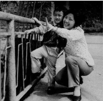 高晓松/十年奶奶晒光阴照片...