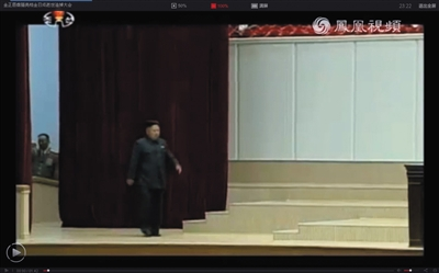 """7月8日,朝鲜中央电视台现场直播金日成""""中央追悼大会"""",金正恩走路时行动不便。"""