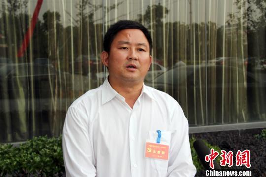 泗洪县委常委、青阳镇党委书记石绍斌资料图片