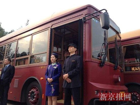 """12辆仿古公交""""铛铛铛""""开上中轴线"""