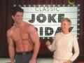 《艾伦秀第12季片花》S12E15 尼克现场半裸上身引尖叫