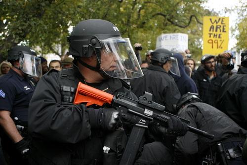 橡皮子弹是警方控制暴乱时的一种武器。