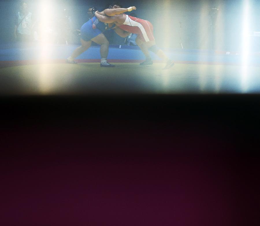 wwe 内衣女子摔跤_(亚运会·多棱镜)(1)摔跤——光韵(图)-搜狐滚动