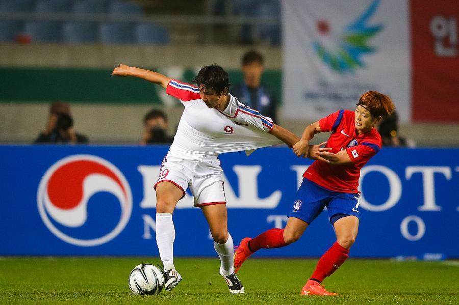 (亚运会)(6)足球--女足半决赛:朝鲜胜韩国(图)