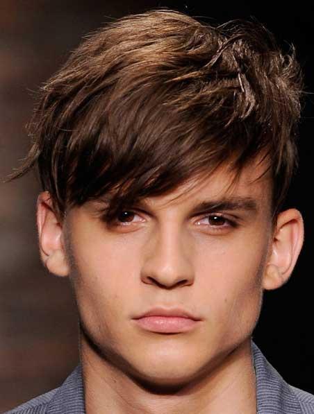 """想要破坏圆形的对称感,大可以先将头发来个""""三七""""分界,但额头的头发得图片"""