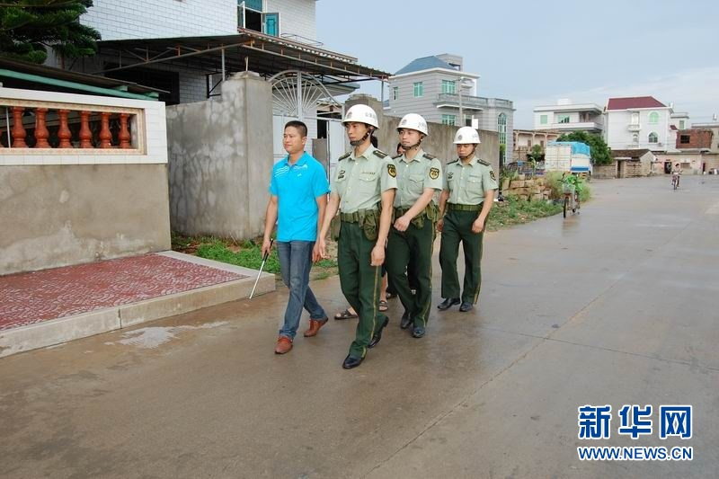 内蒙古额尔古纳边检站与驻地解放军某巡逻艇部队联合巡边(于景昌)