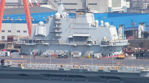 资料图片:重新刷漆的辽宁舰就像新的一样。