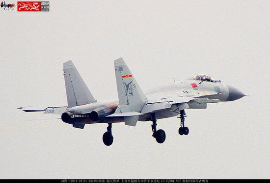 最新两架歼15战机同时曝光 后缘襟翼涂刷新编