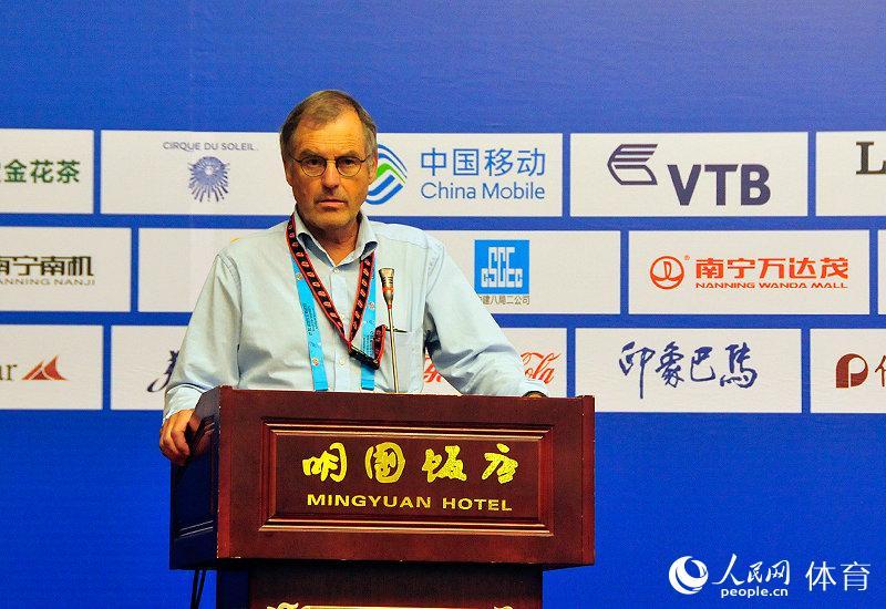 国际体联副主席斯拉瓦·科恩介绍本届世锦赛的媒体