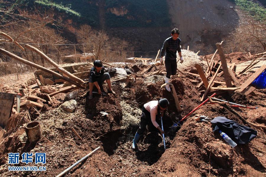 云南鲁甸灾区红石岩堰塞湖完成泄洪