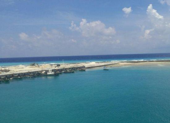 港池内已经停泊了多艘民船。