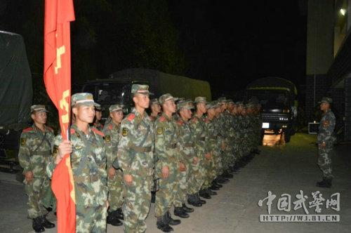 原文配图:武警8750部队248名官兵火速驰援景谷地震灾区。